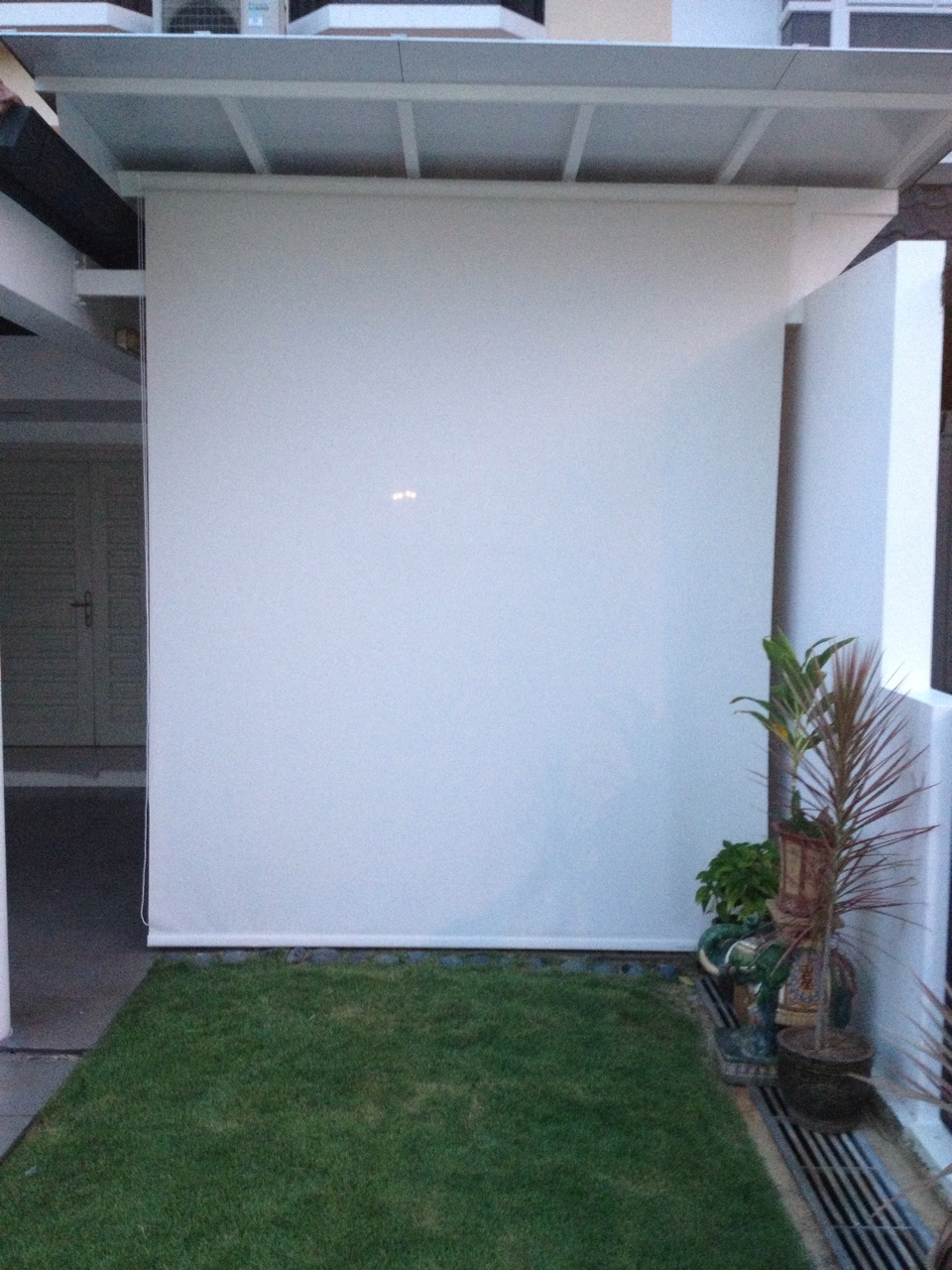 Outdoor roller blinds 2