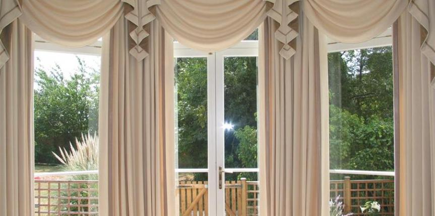 Selecting the right curtain company for home?